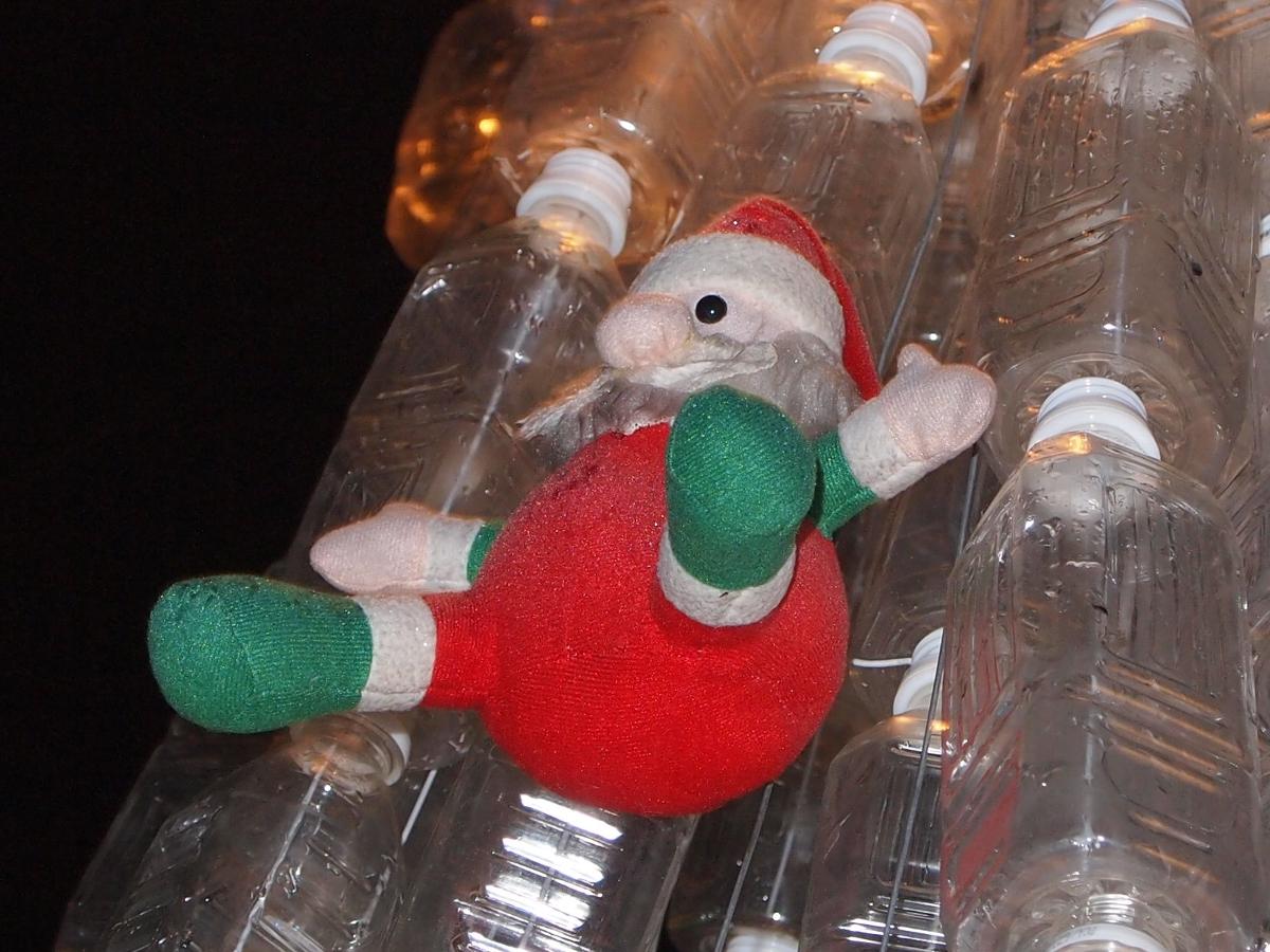 サンタさんよく吊るされてます…何気にかわいいです!