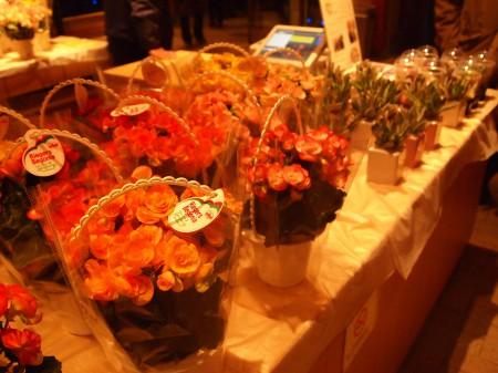 出口では花々の販売もされています!