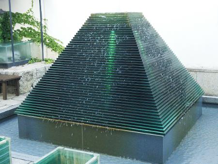 ガラスの噴水