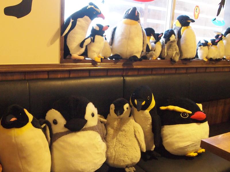 ペンギンカフェに所属するペンギンスタッフたち